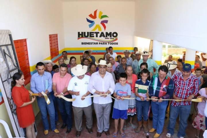 Inaugura casa de la cultura y sistema de agua potable el as ibarra en huetamo - Casa de cultura ignacio aldecoa ...